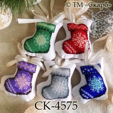 """Набір новорічних іграшок під вишивку """"Орнаментальні чобітки"""""""
